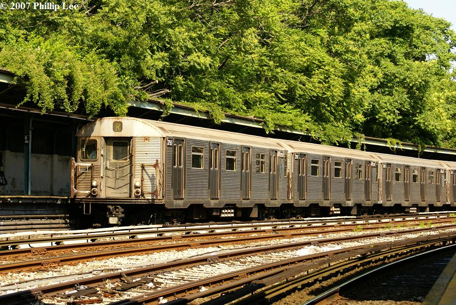 (223k, 898x601)<br><b>Country:</b> United States<br><b>City:</b> New York<br><b>System:</b> New York City Transit<br><b>Line:</b> BMT Sea Beach Line<br><b>Location:</b> 8th Avenue <br><b>Route:</b> R<br><b>Car:</b> R-32 (Budd, 1964)  3750 <br><b>Photo by:</b> Phillip Lee<br><b>Date:</b> 6/7/2007<br><b>Viewed (this week/total):</b> 1 / 1043