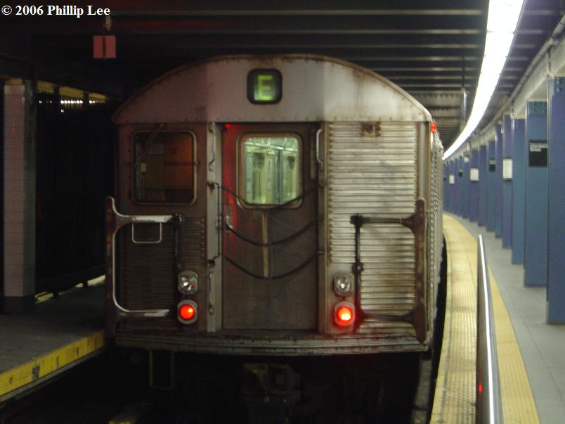 (58k, 804x603)<br><b>Country:</b> United States<br><b>City:</b> New York<br><b>System:</b> New York City Transit<br><b>Line:</b> IND 8th Avenue Line<br><b>Location:</b> Chambers Street/World Trade Center <br><b>Route:</b> E<br><b>Car:</b> R-32 (Budd, 1964)   <br><b>Photo by:</b> Phillip Lee<br><b>Date:</b> 12/11/2006<br><b>Viewed (this week/total):</b> 3 / 1429