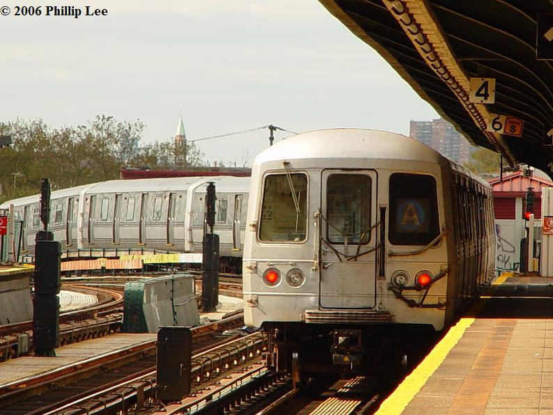 (91k, 794x596)<br><b>Country:</b> United States<br><b>City:</b> New York<br><b>System:</b> New York City Transit<br><b>Line:</b> IND Fulton Street Line<br><b>Location:</b> 80th Street/Hudson Street <br><b>Route:</b> A<br><b>Car:</b> R-44 (St. Louis, 1971-73)  <br><b>Photo by:</b> Phillip Lee<br><b>Date:</b> 10/23/2006<br><b>Viewed (this week/total):</b> 1 / 1297