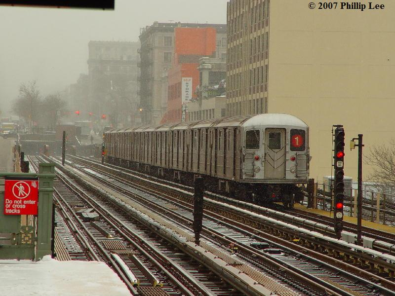 (104k, 800x600)<br><b>Country:</b> United States<br><b>City:</b> New York<br><b>System:</b> New York City Transit<br><b>Line:</b> IRT West Side Line<br><b>Location:</b> 125th Street <br><b>Route:</b> 1<br><b>Car:</b> R-62A (Bombardier, 1984-1987)   <br><b>Photo by:</b> Phillip Lee<br><b>Date:</b> 2/14/2007<br><b>Viewed (this week/total):</b> 4 / 1165