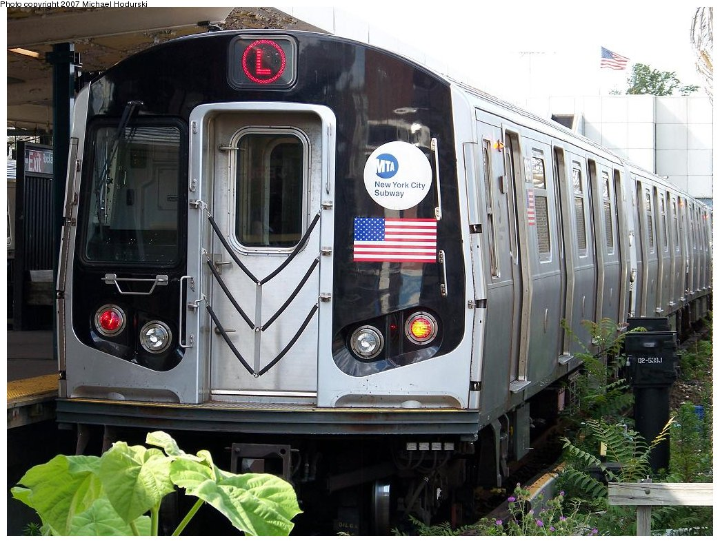 (214k, 1044x788)<br><b>Country:</b> United States<br><b>City:</b> New York<br><b>System:</b> New York City Transit<br><b>Line:</b> BMT Canarsie Line<br><b>Location:</b> Broadway Junction <br><b>Route:</b> L<br><b>Car:</b> R-143 (Kawasaki, 2001-2002) 8268 <br><b>Photo by:</b> Michael Hodurski<br><b>Date:</b> 6/22/2007<br><b>Viewed (this week/total):</b> 1 / 1446