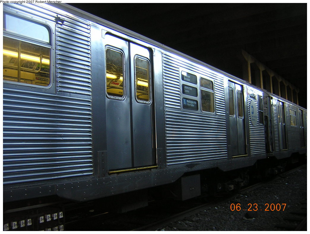 (219k, 1044x788)<br><b>Country:</b> United States<br><b>City:</b> New York<br><b>System:</b> New York City Transit<br><b>Location:</b> Pitkin Yard/Shops<br><b>Car:</b> R-32 (Budd, 1964)  3453 <br><b>Photo by:</b> Robert Mencher<br><b>Date:</b> 6/23/2007<br><b>Viewed (this week/total):</b> 2 / 2172