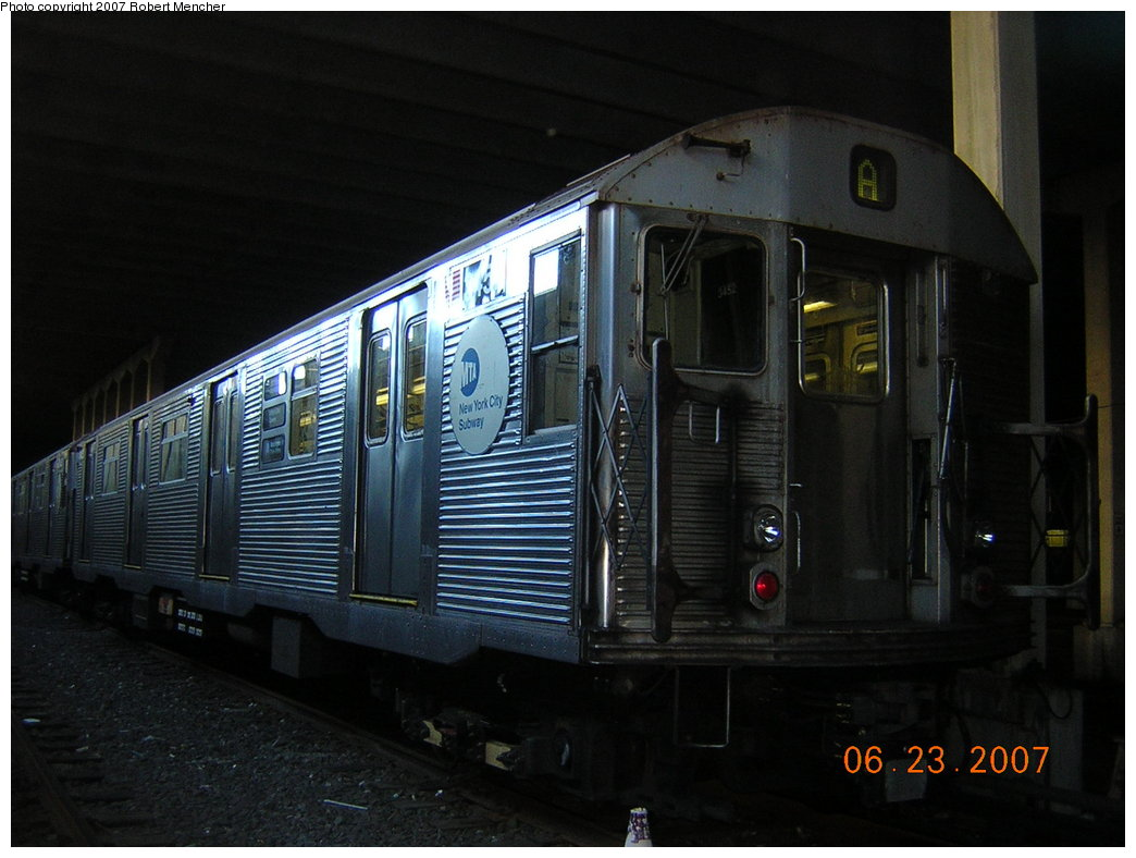 (178k, 1044x788)<br><b>Country:</b> United States<br><b>City:</b> New York<br><b>System:</b> New York City Transit<br><b>Location:</b> Pitkin Yard/Shops<br><b>Car:</b> R-32 (Budd, 1964)  3452 <br><b>Photo by:</b> Robert Mencher<br><b>Date:</b> 6/23/2007<br><b>Viewed (this week/total):</b> 1 / 2403