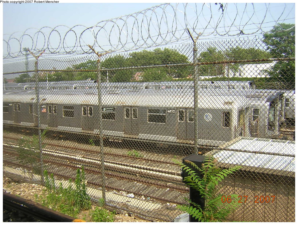 (374k, 1044x788)<br><b>Country:</b> United States<br><b>City:</b> New York<br><b>System:</b> New York City Transit<br><b>Location:</b> Rockaway Parkway (Canarsie) Yard<br><b>Car:</b> R-42 (St. Louis, 1969-1970)  4672 <br><b>Photo by:</b> Robert Mencher<br><b>Date:</b> 6/27/2007<br><b>Viewed (this week/total):</b> 1 / 1322