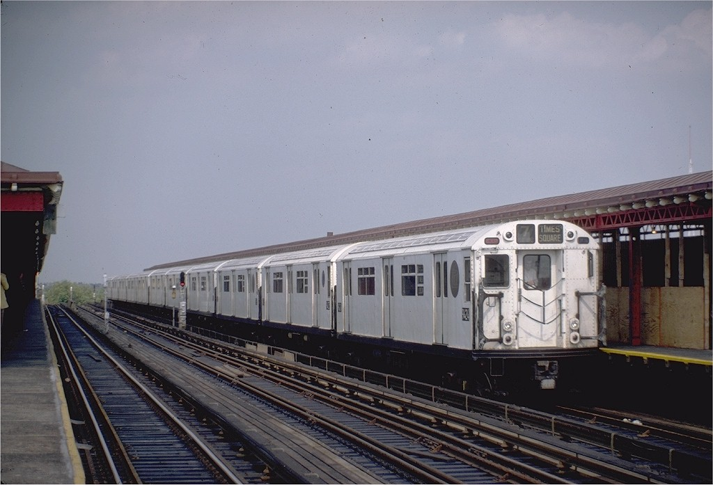 (169k, 1024x697)<br><b>Country:</b> United States<br><b>City:</b> New York<br><b>System:</b> New York City Transit<br><b>Line:</b> IRT Flushing Line<br><b>Location:</b> 52nd Street/Lincoln Avenue <br><b>Route:</b> 7<br><b>Car:</b> R-36 World's Fair (St. Louis, 1963-64) 9424 <br><b>Photo by:</b> Steve Zabel<br><b>Collection of:</b> Joe Testagrose<br><b>Date:</b> 6/5/1983<br><b>Viewed (this week/total):</b> 2 / 1826