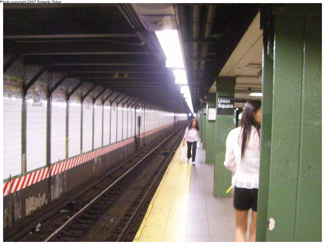 (233k, 1044x788)<br><b>Country:</b> United States<br><b>City:</b> New York<br><b>System:</b> New York City Transit<br><b>Line:</b> BMT Broadway Line<br><b>Location:</b> 14th Street/Union Square <br><b>Photo by:</b> Roberto C. Tobar<br><b>Date:</b> 7/4/2007<br><b>Notes:</b> Platform view.<br><b>Viewed (this week/total):</b> 0 / 1894