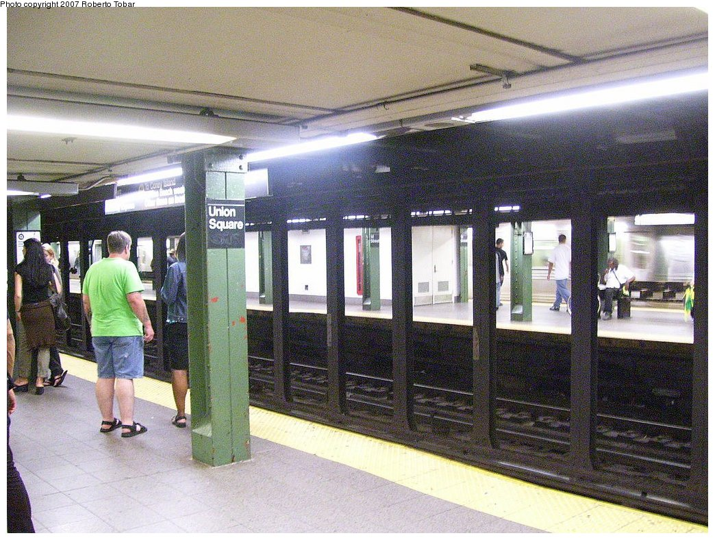 (241k, 1044x788)<br><b>Country:</b> United States<br><b>City:</b> New York<br><b>System:</b> New York City Transit<br><b>Line:</b> BMT Broadway Line<br><b>Location:</b> 14th Street/Union Square <br><b>Photo by:</b> Roberto C. Tobar<br><b>Date:</b> 7/4/2007<br><b>Notes:</b> Platform view.<br><b>Viewed (this week/total):</b> 4 / 1576