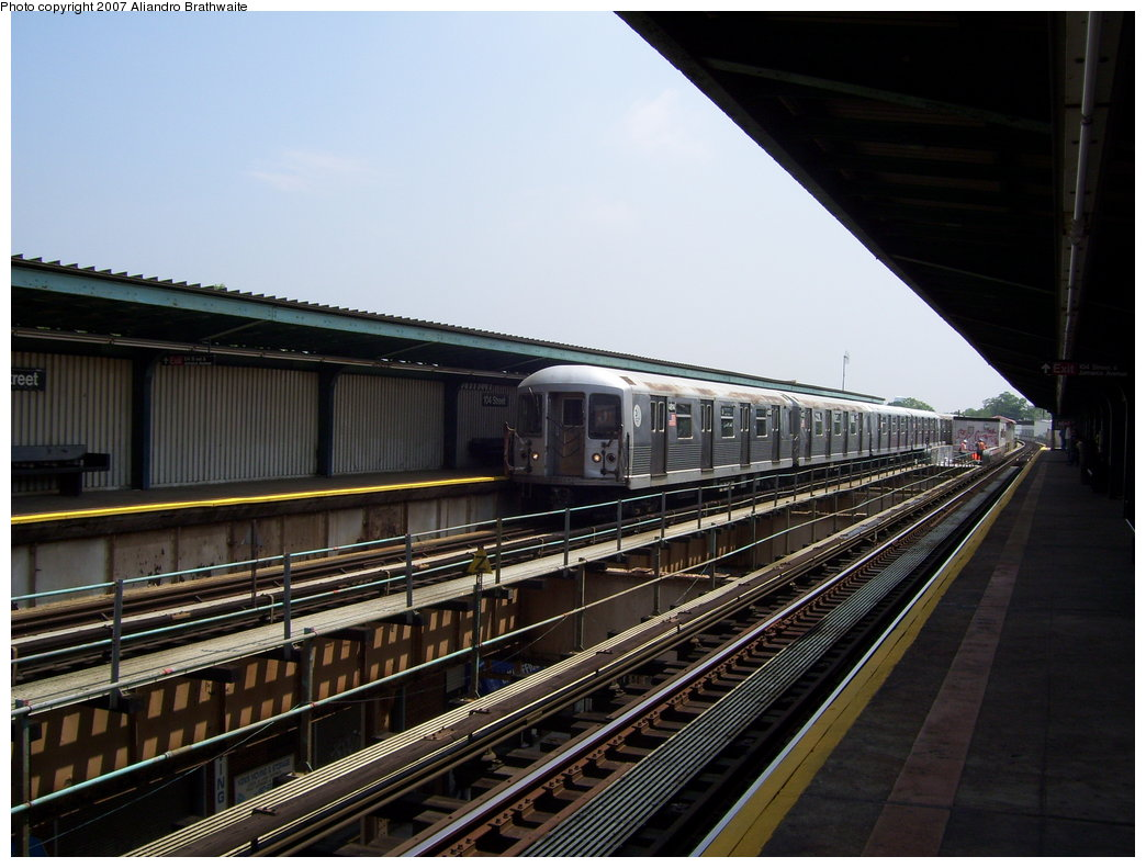 (177k, 1044x791)<br><b>Country:</b> United States<br><b>City:</b> New York<br><b>System:</b> New York City Transit<br><b>Line:</b> BMT Nassau Street/Jamaica Line<br><b>Location:</b> 102nd-104th Streets <br><b>Route:</b> J<br><b>Car:</b> R-42 (St. Louis, 1969-1970)  4804 <br><b>Photo by:</b> Aliandro Brathwaite<br><b>Date:</b> 6/28/2007<br><b>Viewed (this week/total):</b> 3 / 1959