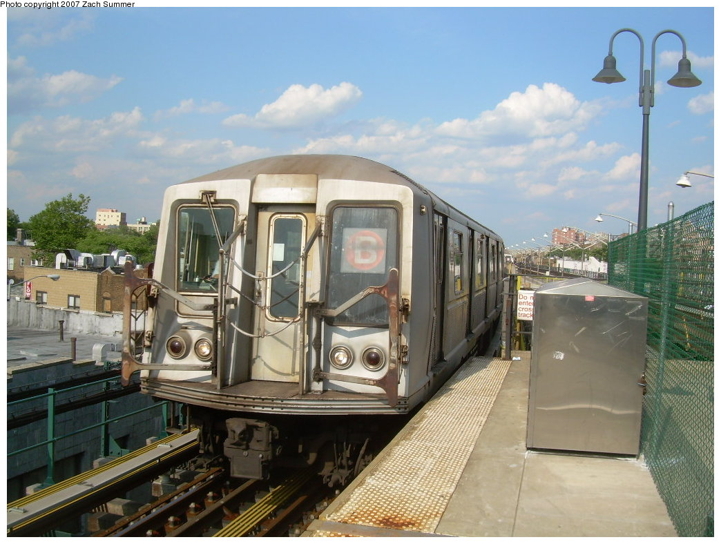 (217k, 1044x788)<br><b>Country:</b> United States<br><b>City:</b> New York<br><b>System:</b> New York City Transit<br><b>Line:</b> BMT Brighton Line<br><b>Location:</b> Ocean Parkway <br><b>Route:</b> B<br><b>Car:</b> R-40 (St. Louis, 1968)   <br><b>Photo by:</b> Zach Summer<br><b>Date:</b> 7/6/2007<br><b>Notes:</b> Relay to yard.<br><b>Viewed (this week/total):</b> 0 / 1376