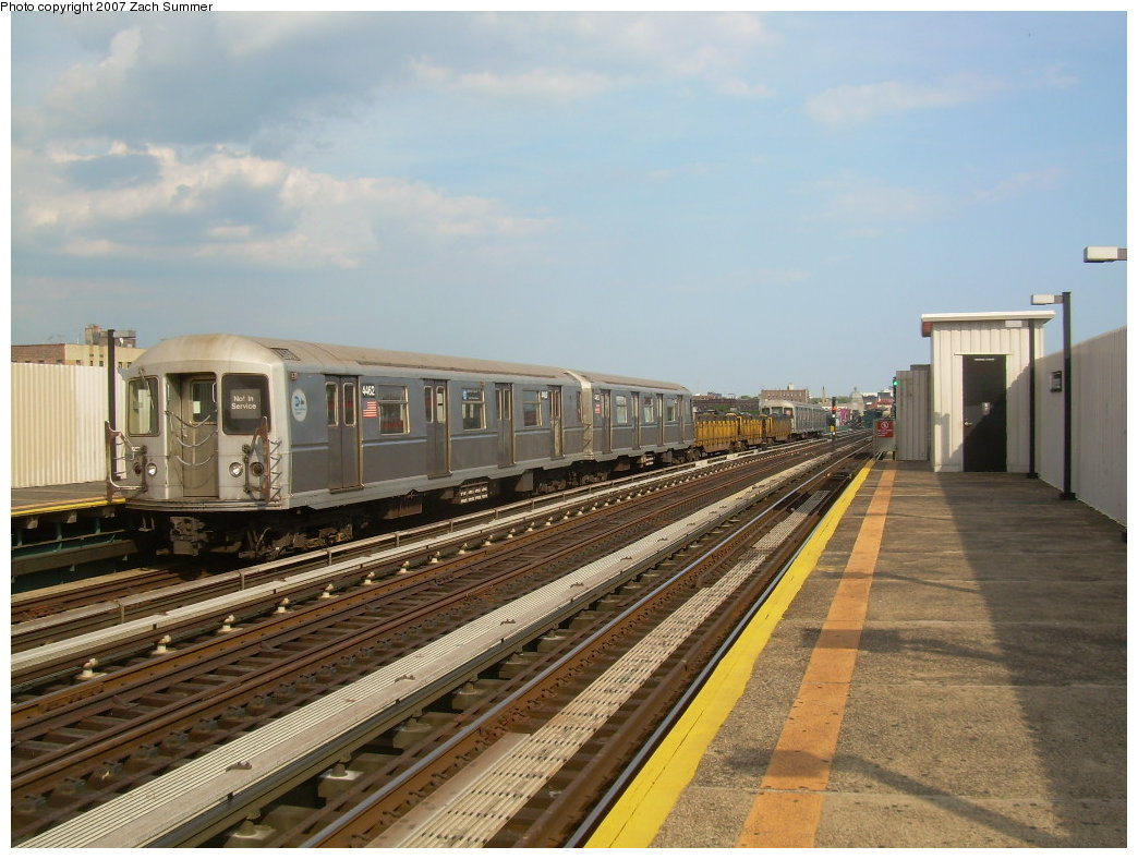 (205k, 1044x788)<br><b>Country:</b> United States<br><b>City:</b> New York<br><b>System:</b> New York City Transit<br><b>Line:</b> BMT West End Line<br><b>Location:</b> 20th Avenue <br><b>Route:</b> Work Service<br><b>Car:</b> R-40M (St. Louis, 1969)  4462 <br><b>Photo by:</b> Zach Summer<br><b>Date:</b> 7/7/2007<br><b>Notes:</b> Garbage train.<br><b>Viewed (this week/total):</b> 5 / 1657
