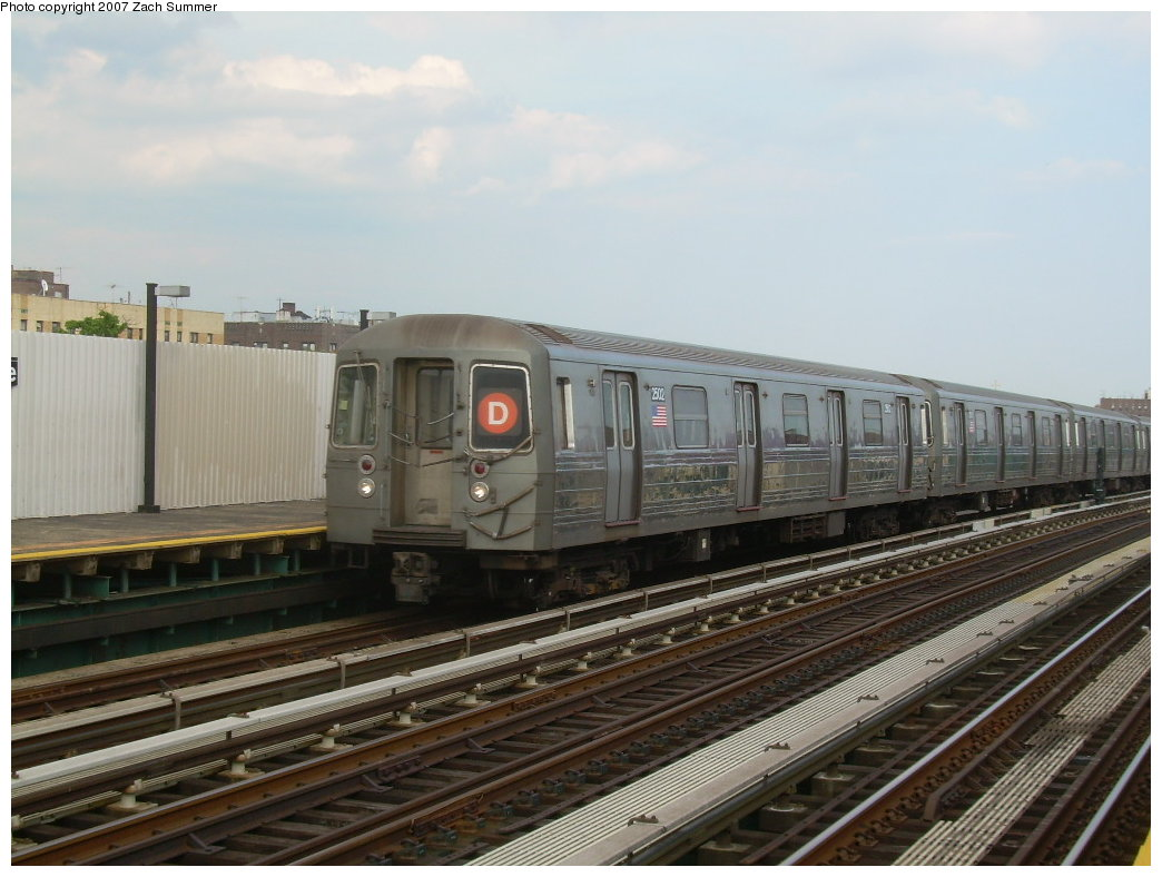 (186k, 1044x788)<br><b>Country:</b> United States<br><b>City:</b> New York<br><b>System:</b> New York City Transit<br><b>Line:</b> BMT West End Line<br><b>Location:</b> 20th Avenue <br><b>Route:</b> D<br><b>Car:</b> R-68 (Westinghouse-Amrail, 1986-1988)  2502 <br><b>Photo by:</b> Zach Summer<br><b>Date:</b> 7/7/2007<br><b>Viewed (this week/total):</b> 1 / 1130