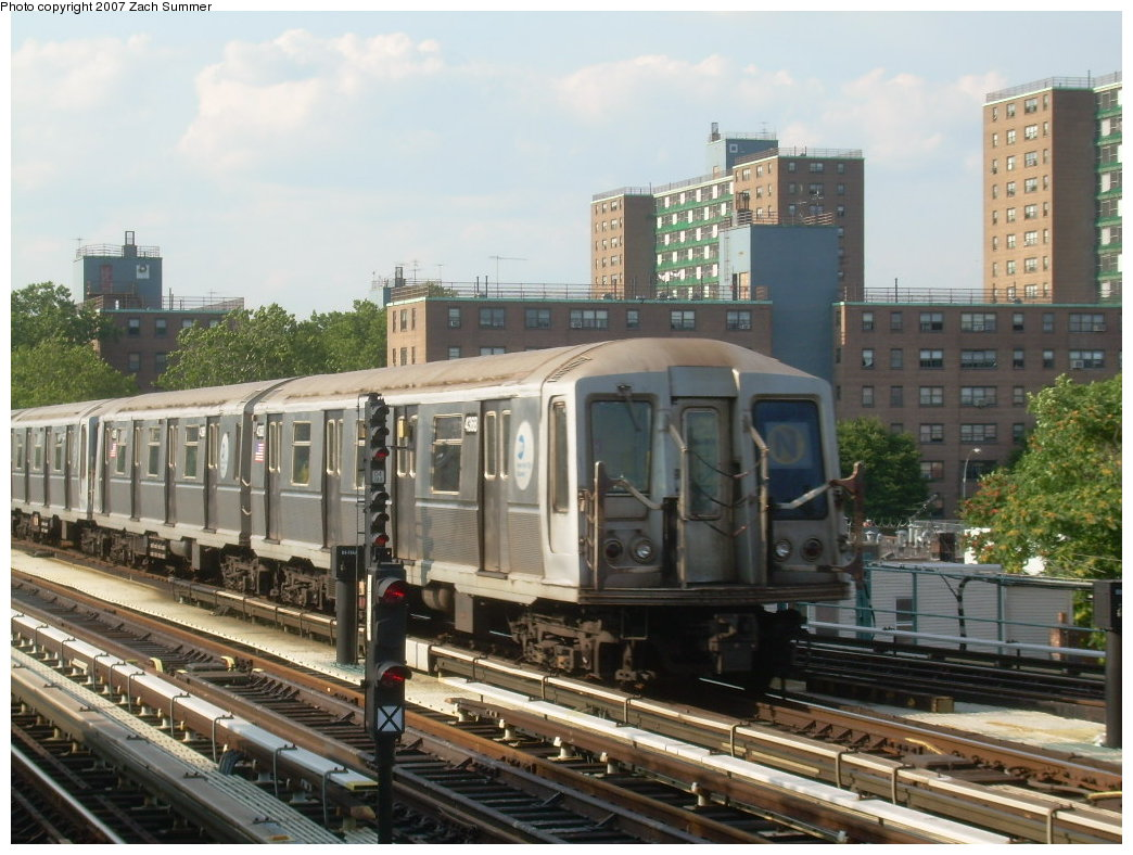 (216k, 1044x788)<br><b>Country:</b> United States<br><b>City:</b> New York<br><b>System:</b> New York City Transit<br><b>Line:</b> BMT West End Line<br><b>Location:</b> Bay 50th Street <br><b>Route:</b> N<br><b>Car:</b> R-40 (St. Louis, 1968)  4368 <br><b>Photo by:</b> Zach Summer<br><b>Date:</b> 7/7/2007<br><b>Notes:</b> N reroute over West End.<br><b>Viewed (this week/total):</b> 0 / 1142