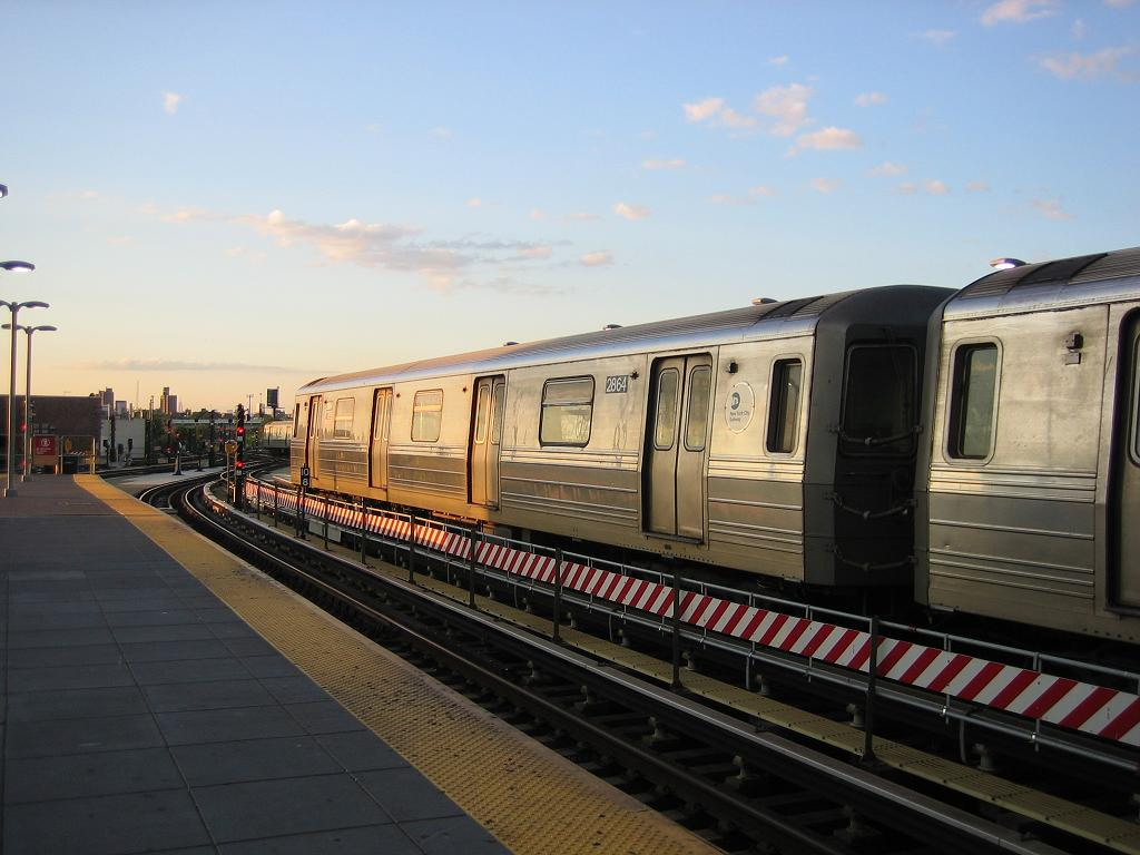 (103k, 1024x768)<br><b>Country:</b> United States<br><b>City:</b> New York<br><b>System:</b> New York City Transit<br><b>Location:</b> Coney Island/Stillwell Avenue<br><b>Route:</b> Q<br><b>Car:</b> R-68 (Westinghouse-Amrail, 1986-1988)  2864 <br><b>Photo by:</b> Michael Hodurski<br><b>Date:</b> 8/8/2006<br><b>Viewed (this week/total):</b> 3 / 1597