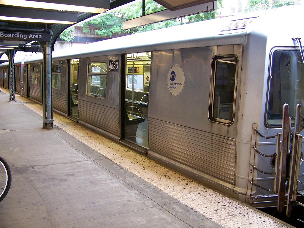 (155k, 1024x768)<br><b>Country:</b> United States<br><b>City:</b> New York<br><b>System:</b> New York City Transit<br><b>Line:</b> BMT Brighton Line<br><b>Location:</b> Prospect Park <br><b>Route:</b> S<br><b>Car:</b> R-42 (St. Louis, 1969-1970)  4630 <br><b>Photo by:</b> Michael Hodurski<br><b>Date:</b> 7/1/2007<br><b>Viewed (this week/total):</b> 0 / 2112