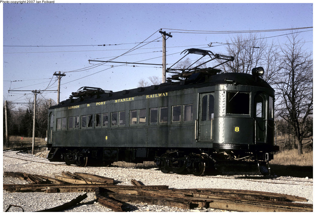 (256k, 1044x711)<br><b>Country:</b> Canada<br><b>City:</b> Toronto<br><b>System:</b> Halton County Radial Railway <br><b>Car:</b>  8 <br><b>Photo by:</b> Ian Folkard<br><b>Date:</b> 5/1973<br><b>Notes:</b> London & Port Stanley #8 at the west end.<br><b>Viewed (this week/total):</b> 5 / 741