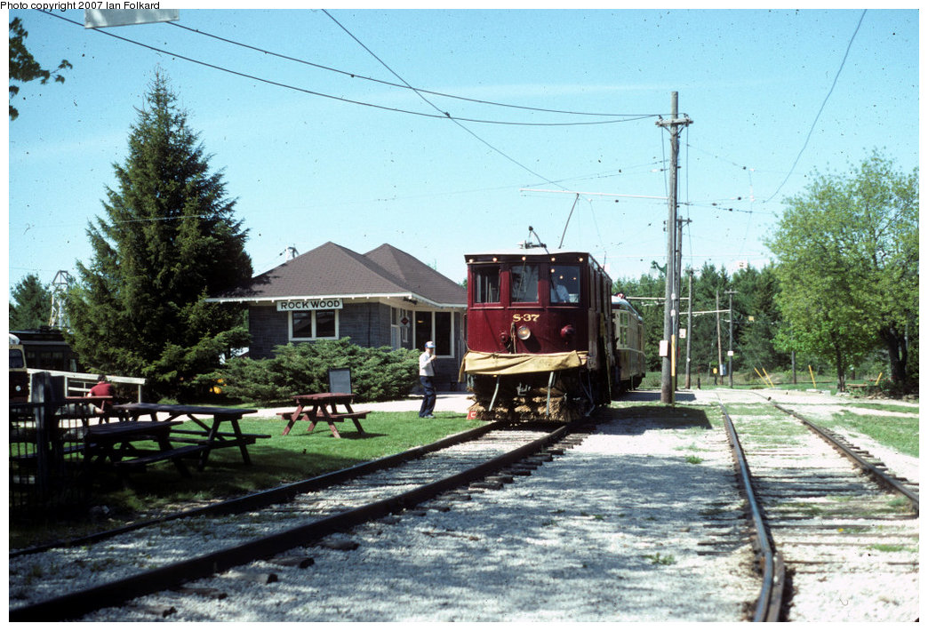 (248k, 1044x710)<br><b>Country:</b> Canada<br><b>City:</b> Toronto<br><b>System:</b> Halton County Radial Railway <br><b>Car:</b>  S-37 <br><b>Photo by:</b> Ian Folkard<br><b>Date:</b> 6/1995<br><b>Notes:</b> Snow Sweeper S-37 in front of the station.<br><b>Viewed (this week/total):</b> 0 / 496