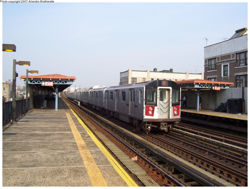 (209k, 1044x791)<br><b>Country:</b> United States<br><b>City:</b> New York<br><b>System:</b> New York City Transit<br><b>Line:</b> IRT Pelham Line<br><b>Location:</b> Elder Avenue <br><b>Route:</b> 6<br><b>Car:</b> R-142A (Primary Order, Kawasaki, 1999-2002)  7250 <br><b>Photo by:</b> Aliandro Brathwaite<br><b>Date:</b> 7/9/2007<br><b>Viewed (this week/total):</b> 1 / 2430