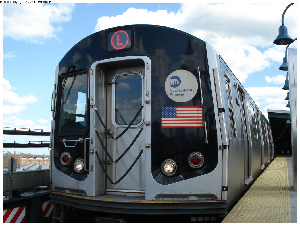 (164k, 1044x788)<br><b>Country:</b> United States<br><b>City:</b> New York<br><b>System:</b> New York City Transit<br><b>Line:</b> BMT Canarsie Line<br><b>Location:</b> Broadway Junction <br><b>Route:</b> L<br><b>Car:</b> R-143 (Kawasaki, 2001-2002)  <br><b>Photo by:</b> DeAndre Burrell<br><b>Date:</b> 6/23/2007<br><b>Viewed (this week/total):</b> 0 / 1349