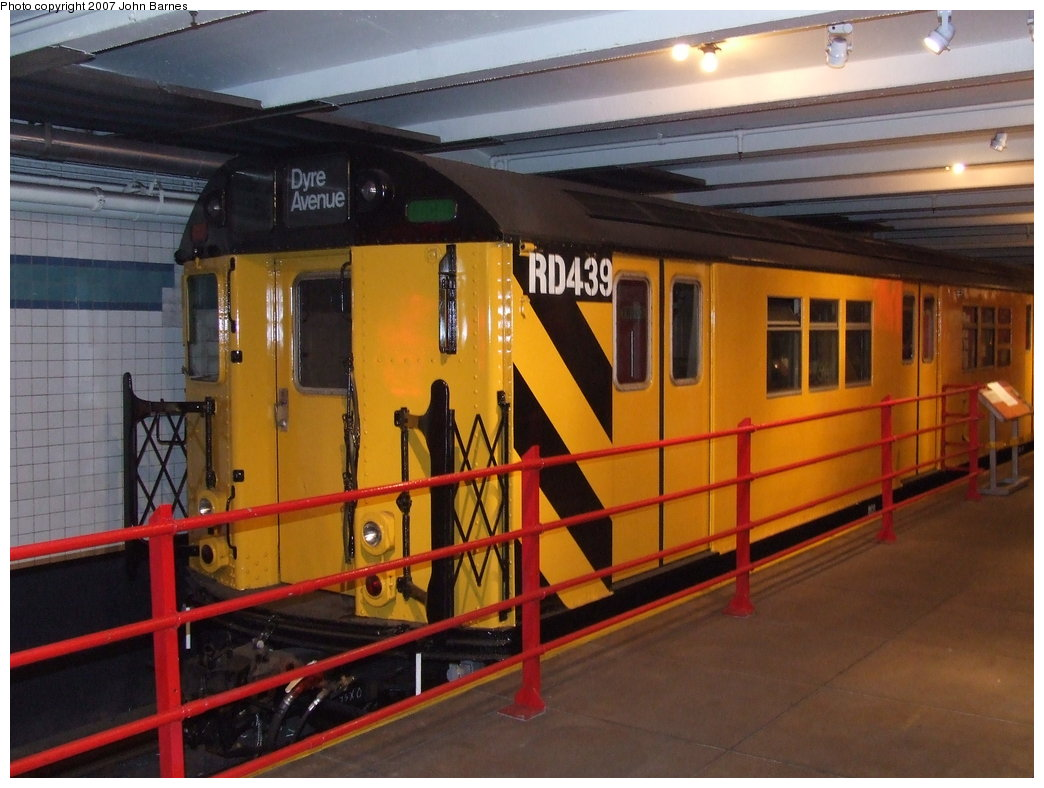 (166k, 1044x788)<br><b>Country:</b> United States<br><b>City:</b> New York<br><b>System:</b> New York City Transit<br><b>Location:</b> New York Transit Museum<br><b>Car:</b> R-161 Rider Car (ex-R-33)  RD439 (ex-8915)<br><b>Photo by:</b> John Barnes<br><b>Date:</b> 7/19/2007<br><b>Notes:</b> One of the newest rider cars converted under contract R-161.<br><b>Viewed (this week/total):</b> 5 / 3130