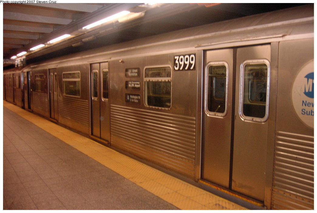 (142k, 1044x703)<br><b>Country:</b> United States<br><b>City:</b> New York<br><b>System:</b> New York City Transit<br><b>Line:</b> IND 8th Avenue Line<br><b>Location:</b> 207th Street <br><b>Route:</b> A<br><b>Car:</b> R-38 (St. Louis, 1966-1967)  3999 <br><b>Photo by:</b> Steven Cruz<br><b>Date:</b> 9/16/2006<br><b>Viewed (this week/total):</b> 0 / 1593