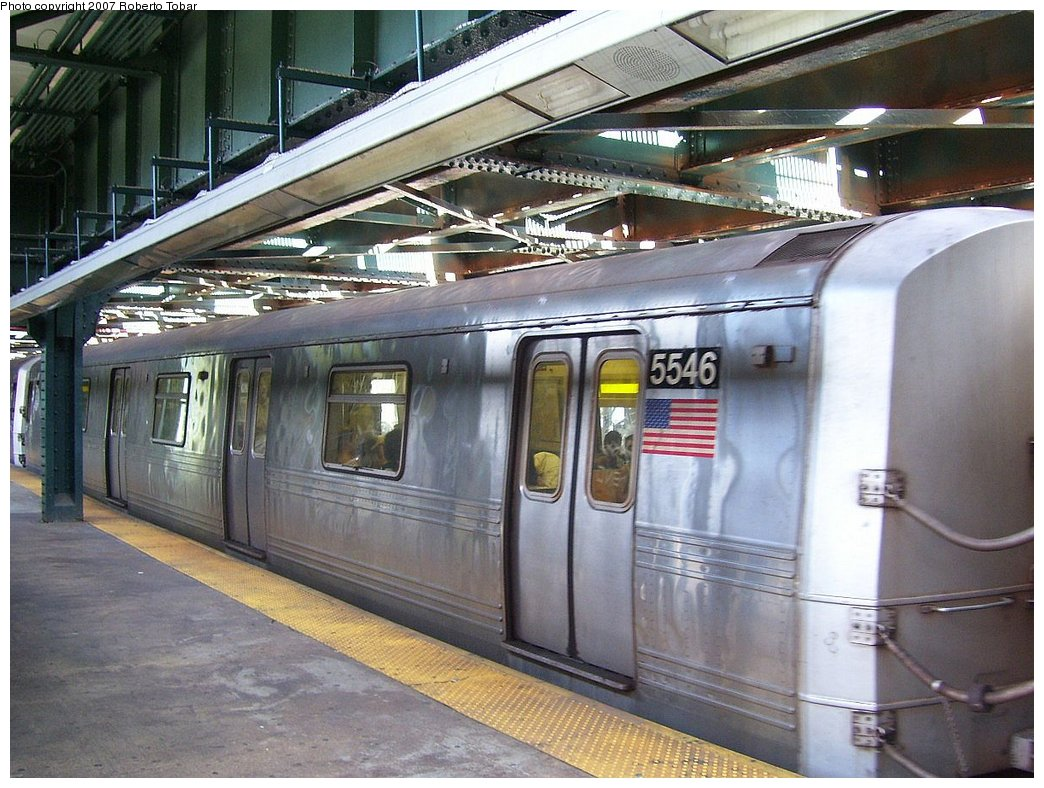 (203k, 1044x788)<br><b>Country:</b> United States<br><b>City:</b> New York<br><b>System:</b> New York City Transit<br><b>Line:</b> BMT Culver Line<br><b>Location:</b> West 8th Street <br><b>Route:</b> F<br><b>Car:</b> R-46 (Pullman-Standard, 1974-75) 5546 <br><b>Photo by:</b> Roberto C. Tobar<br><b>Date:</b> 7/21/2007<br><b>Viewed (this week/total):</b> 1 / 2154
