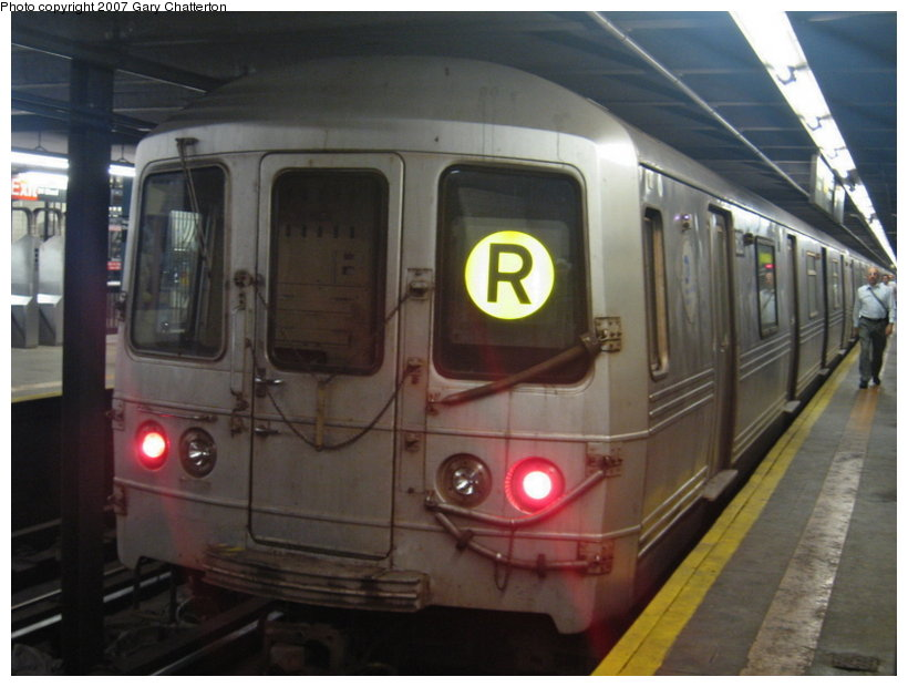 (90k, 820x620)<br><b>Country:</b> United States<br><b>City:</b> New York<br><b>System:</b> New York City Transit<br><b>Line:</b> IND Queens Boulevard Line<br><b>Location:</b> Northern Boulevard <br><b>Route:</b> R<br><b>Car:</b> R-46 (Pullman-Standard, 1974-75) 6126 <br><b>Photo by:</b> Gary Chatterton<br><b>Date:</b> 7/12/2007<br><b>Viewed (this week/total):</b> 2 / 1822