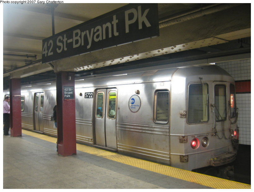 (89k, 820x620)<br><b>Country:</b> United States<br><b>City:</b> New York<br><b>System:</b> New York City Transit<br><b>Line:</b> IND 6th Avenue Line<br><b>Location:</b> 42nd Street/Bryant Park <br><b>Route:</b> F<br><b>Car:</b> R-46 (Pullman-Standard, 1974-75) 5722 <br><b>Photo by:</b> Gary Chatterton<br><b>Date:</b> 7/13/2007<br><b>Viewed (this week/total):</b> 4 / 2107