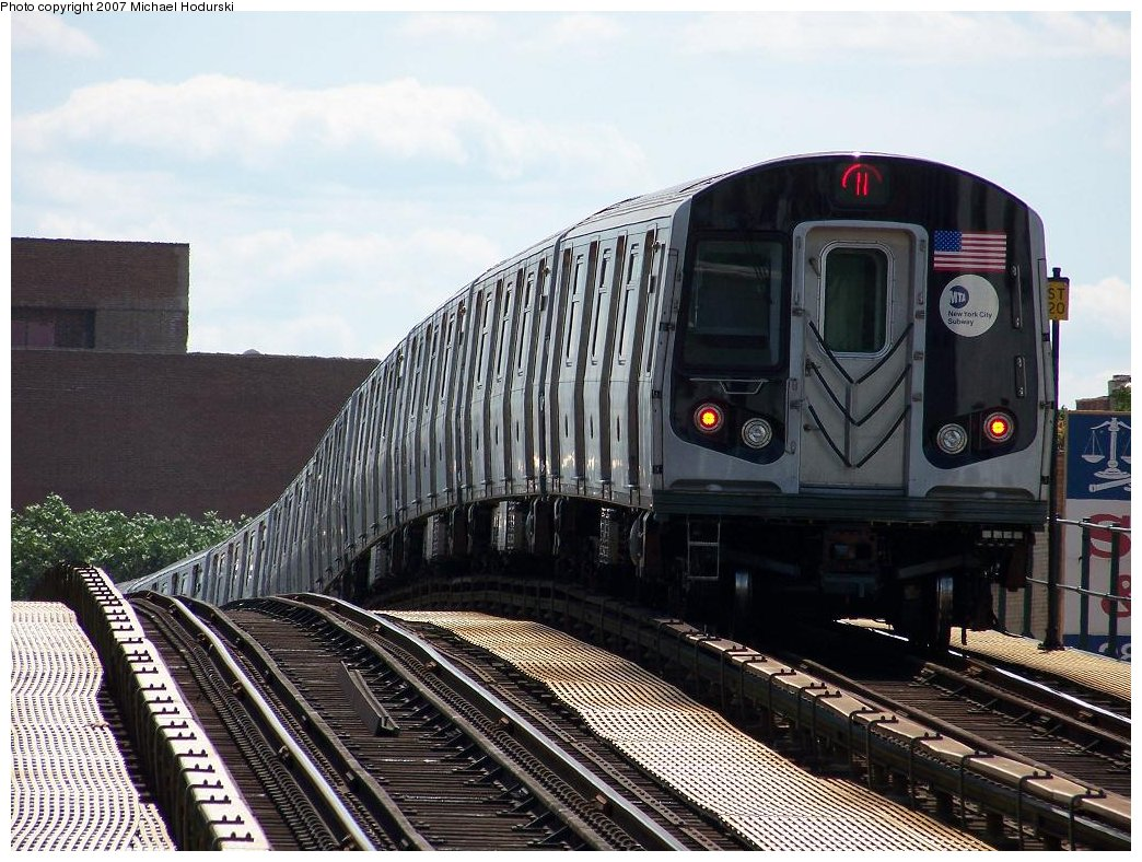 (214k, 1044x788)<br><b>Country:</b> United States<br><b>City:</b> New York<br><b>System:</b> New York City Transit<br><b>Line:</b> BMT Astoria Line<br><b>Location:</b> Astoria Boulevard/Hoyt Avenue <br><b>Route:</b> N<br><b>Car:</b> R-160B (Kawasaki, 2005-2008)  8722 <br><b>Photo by:</b> Michael Hodurski<br><b>Date:</b> 7/22/2007<br><b>Viewed (this week/total):</b> 0 / 2159