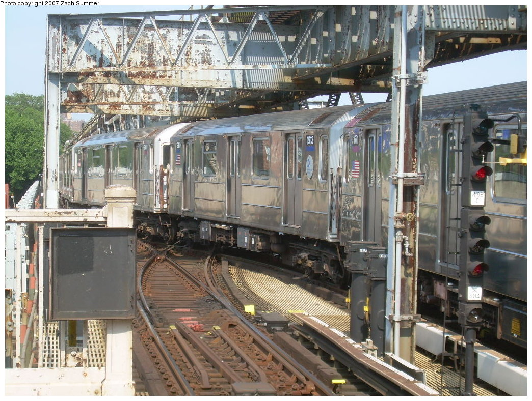 (277k, 1044x788)<br><b>Country:</b> United States<br><b>City:</b> New York<br><b>System:</b> New York City Transit<br><b>Line:</b> IRT Flushing Line<br><b>Location:</b> 111th Street <br><b>Route:</b> 7<br><b>Car:</b> R-62A (Bombardier, 1984-1987)  1913 <br><b>Photo by:</b> Zach Summer<br><b>Date:</b> 6/18/2007<br><b>Viewed (this week/total):</b> 0 / 2175