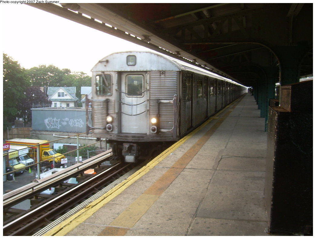 (199k, 1044x788)<br><b>Country:</b> United States<br><b>City:</b> New York<br><b>System:</b> New York City Transit<br><b>Line:</b> BMT Culver Line<br><b>Location:</b> 18th Avenue <br><b>Route:</b> F<br><b>Car:</b> R-32 (Budd, 1964)   <br><b>Photo by:</b> Zach Summer<br><b>Date:</b> 7/18/2007<br><b>Viewed (this week/total):</b> 3 / 1624