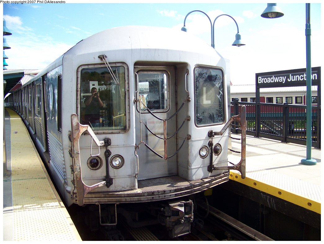 (185k, 1044x788)<br><b>Country:</b> United States<br><b>City:</b> New York<br><b>System:</b> New York City Transit<br><b>Line:</b> BMT Canarsie Line<br><b>Location:</b> Broadway Junction <br><b>Route:</b> L<br><b>Car:</b> R-42 (St. Louis, 1969-1970)  4779 <br><b>Photo by:</b> Philip D'Allesandro<br><b>Date:</b> 7/20/2007<br><b>Viewed (this week/total):</b> 0 / 1955