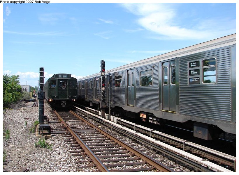 (126k, 820x602)<br><b>Country:</b> United States<br><b>City:</b> New York<br><b>System:</b> New York City Transit<br><b>Line:</b> IND Rockaway<br><b>Location:</b> Broad Channel <br><b>Route:</b> Fan Trip<br><b>Car:</b> R-4 (American Car & Foundry, 1932-1933) 484 <br><b>Photo by:</b> Bob Vogel<br><b>Date:</b> 7/22/2007<br><b>Viewed (this week/total):</b> 8 / 1307