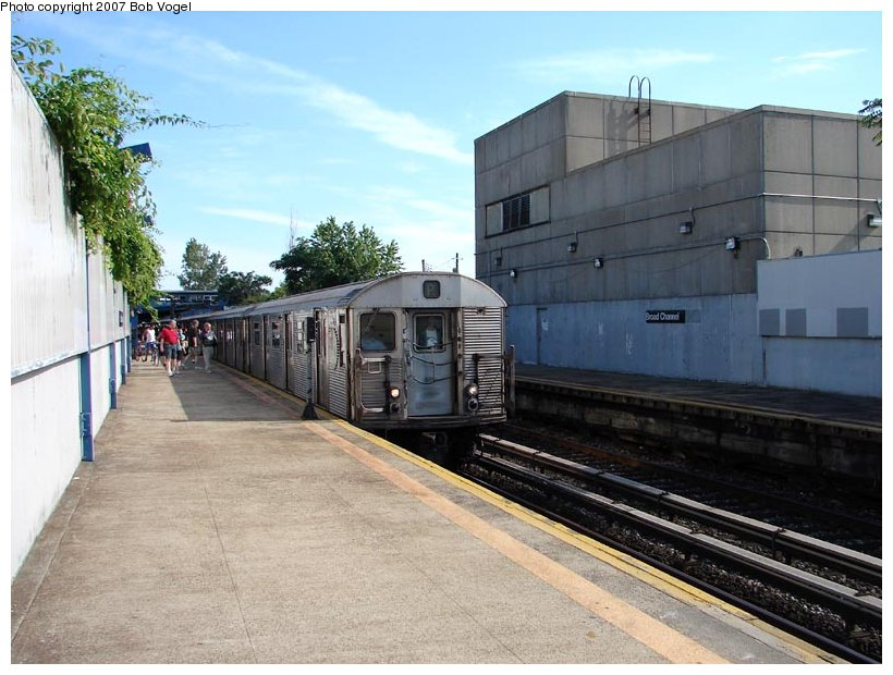 (107k, 820x620)<br><b>Country:</b> United States<br><b>City:</b> New York<br><b>System:</b> New York City Transit<br><b>Line:</b> IND Rockaway<br><b>Location:</b> Broad Channel <br><b>Route:</b> A<br><b>Car:</b> R-32 (Budd, 1964)   <br><b>Photo by:</b> Bob Vogel<br><b>Date:</b> 7/22/2007<br><b>Viewed (this week/total):</b> 3 / 1204
