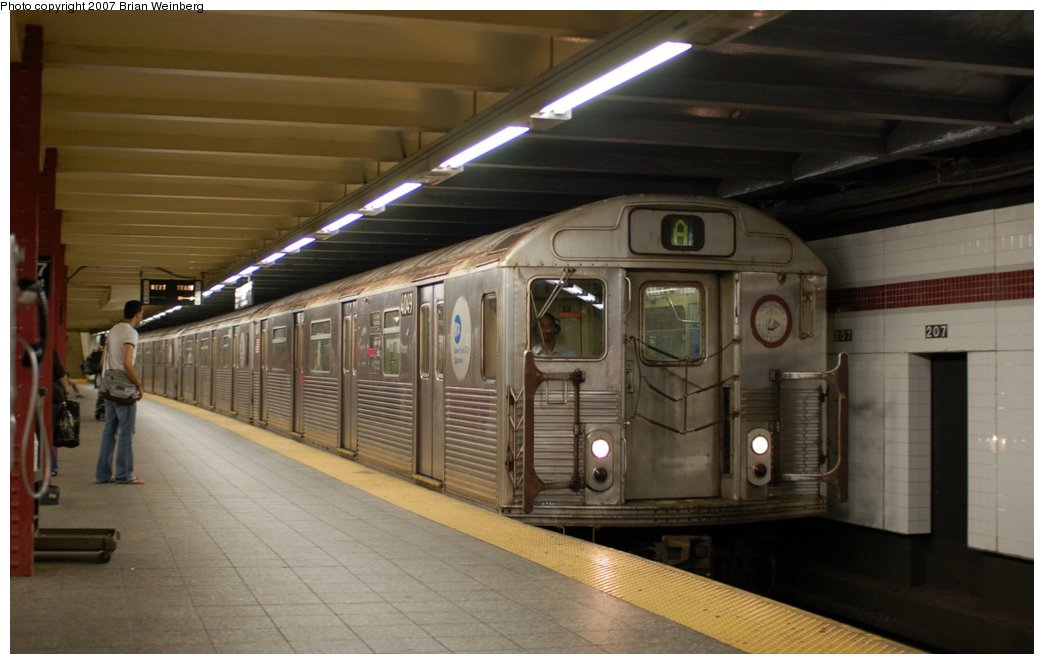 (174k, 1044x664)<br><b>Country:</b> United States<br><b>City:</b> New York<br><b>System:</b> New York City Transit<br><b>Line:</b> IND 8th Avenue Line<br><b>Location:</b> 207th Street <br><b>Route:</b> A<br><b>Car:</b> R-38 (St. Louis, 1966-1967)  4049 <br><b>Photo by:</b> Brian Weinberg<br><b>Date:</b> 7/24/2007<br><b>Viewed (this week/total):</b> 4 / 1365