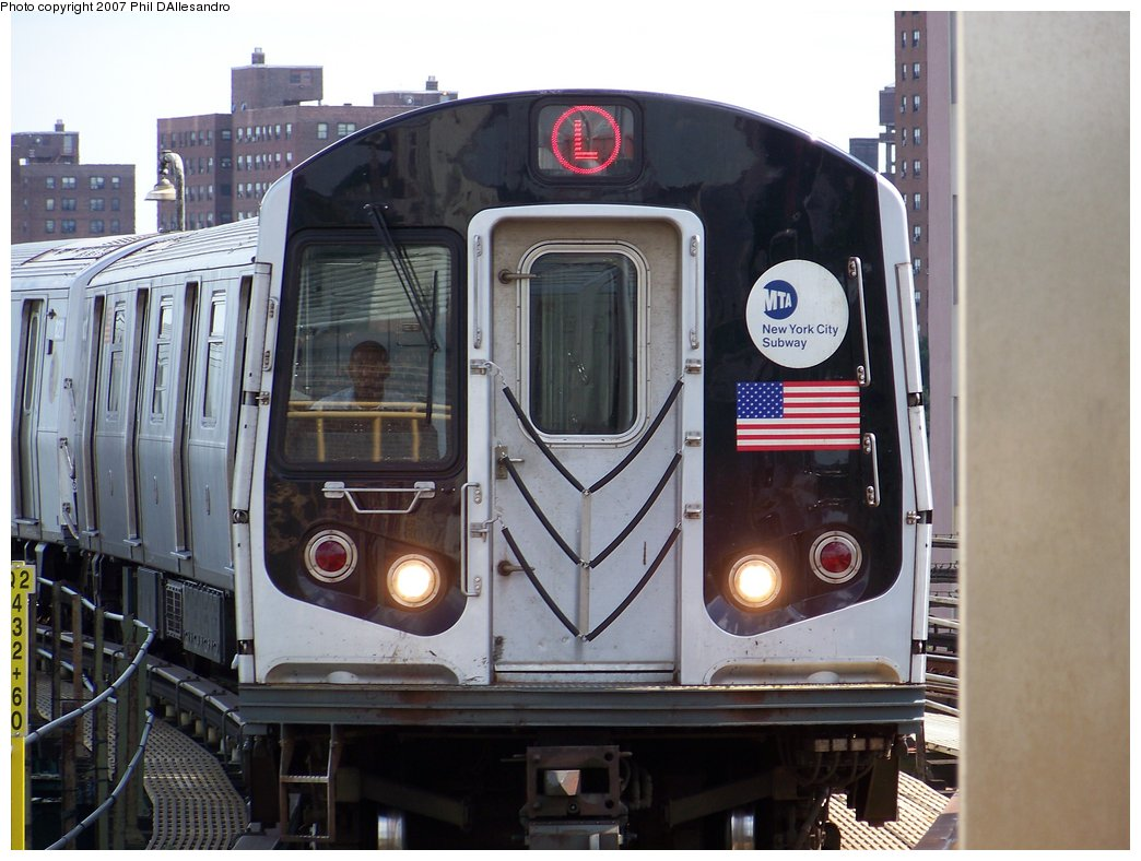 (169k, 1044x788)<br><b>Country:</b> United States<br><b>City:</b> New York<br><b>System:</b> New York City Transit<br><b>Line:</b> BMT Canarsie Line<br><b>Location:</b> Atlantic Avenue <br><b>Route:</b> L<br><b>Car:</b> R-143 (Kawasaki, 2001-2002) 8213 <br><b>Photo by:</b> Philip D'Allesandro<br><b>Date:</b> 7/20/2007<br><b>Viewed (this week/total):</b> 0 / 2500
