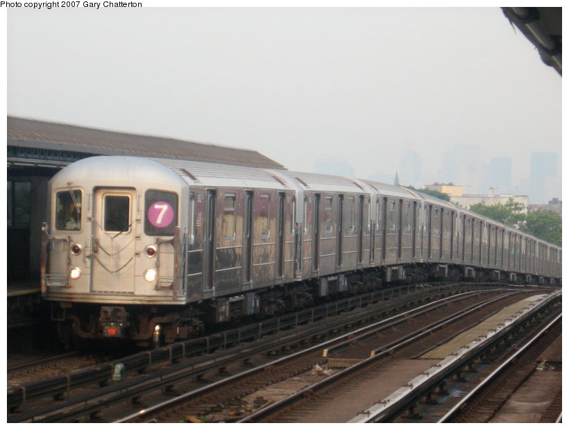 (86k, 820x620)<br><b>Country:</b> United States<br><b>City:</b> New York<br><b>System:</b> New York City Transit<br><b>Line:</b> IRT Flushing Line<br><b>Location:</b> 52nd Street/Lincoln Avenue <br><b>Route:</b> 7<br><b>Car:</b> R-62A (Bombardier, 1984-1987)  1992 <br><b>Photo by:</b> Gary Chatterton<br><b>Date:</b> 7/9/2007<br><b>Viewed (this week/total):</b> 5 / 1122