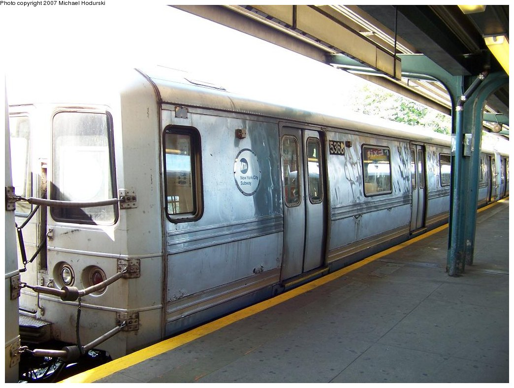 (177k, 1044x788)<br><b>Country:</b> United States<br><b>City:</b> New York<br><b>System:</b> New York City Transit<br><b>Line:</b> IND Rockaway<br><b>Location:</b> Mott Avenue/Far Rockaway <br><b>Route:</b> A<br><b>Car:</b> R-44 (St. Louis, 1971-73) 5368 <br><b>Photo by:</b> Michael Hodurski<br><b>Date:</b> 7/25/2007<br><b>Viewed (this week/total):</b> 2 / 1689