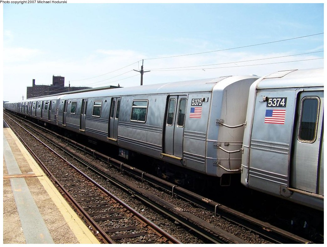 (204k, 1044x788)<br><b>Country:</b> United States<br><b>City:</b> New York<br><b>System:</b> New York City Transit<br><b>Line:</b> IND Rockaway<br><b>Location:</b> Beach 67th Street/Gaston Avenue <br><b>Route:</b> A<br><b>Car:</b> R-44 (St. Louis, 1971-73) 5375 <br><b>Photo by:</b> Michael Hodurski<br><b>Date:</b> 7/25/2007<br><b>Viewed (this week/total):</b> 3 / 1605