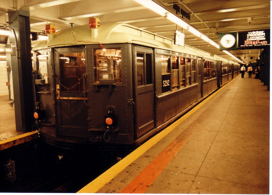 (142k, 880x631)<br><b>Country:</b> United States<br><b>City:</b> New York<br><b>System:</b> New York City Transit<br><b>Line:</b> IRT Times Square-Grand Central Shuttle<br><b>Location:</b> Grand Central <br><b>Route:</b> Fan Trip<br><b>Car:</b> Low-V (Museum Train) 5292 <br><b>Photo by:</b> Jeff Alterman<br><b>Date:</b> 10/27/1994<br><b>Notes:</b> 90th Anniversary service.<br><b>Viewed (this week/total):</b> 0 / 4215