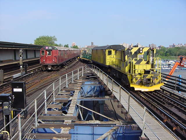 (60k, 640x480)<br><b>Country:</b> United States<br><b>City:</b> New York<br><b>System:</b> New York City Transit<br><b>Line:</b> IRT Flushing Line<br><b>Location:</b> Willets Point/Mets (fmr. Shea Stadium) <br><b>Car:</b> R-77 Locomotive  899 <br><b>Photo by:</b> Salaam Allah<br><b>Date:</b> 9/21/2002<br><b>Viewed (this week/total):</b> 1 / 5128
