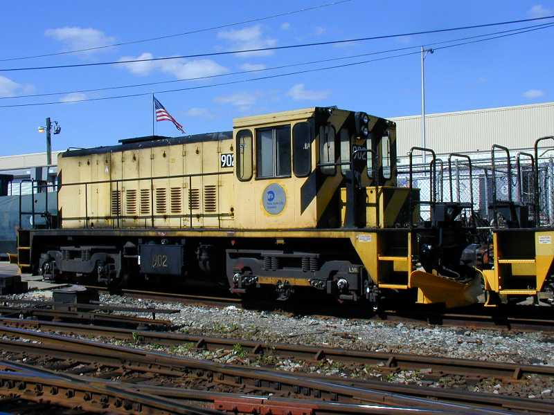 (63k, 800x600)<br><b>Country:</b> United States<br><b>City:</b> New York<br><b>System:</b> New York City Transit<br><b>Location:</b> Westchester Yard<br><b>Car:</b> R-77 Locomotive  902 <br><b>Photo by:</b> Jeff Erlitz<br><b>Date:</b> 5/19/2002<br><b>Viewed (this week/total):</b> 1 / 2575