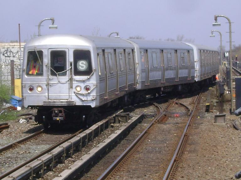 (92k, 768x576)<br><b>Country:</b> United States<br><b>City:</b> New York<br><b>System:</b> New York City Transit<br><b>Line:</b> IND Rockaway<br><b>Location:</b> Broad Channel <br><b>Route:</b> S<br><b>Car:</b> R-44 (St. Louis, 1971-73) 5276 <br><b>Photo by:</b> John Dooley<br><b>Date:</b> 4/8/2010<br><b>Viewed (this week/total):</b> 2 / 437