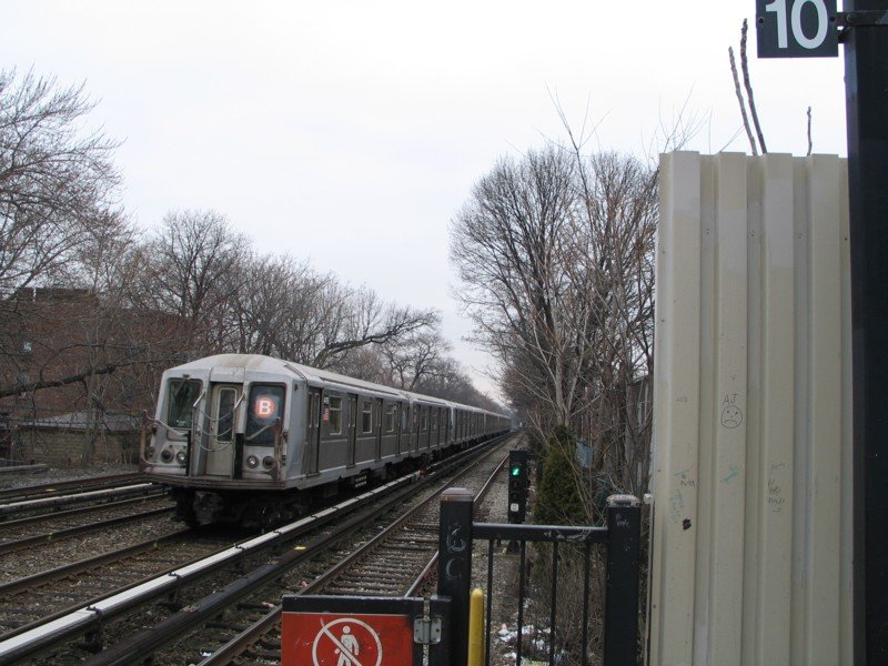 (105k, 800x600)<br><b>Country:</b> United States<br><b>City:</b> New York<br><b>System:</b> New York City Transit<br><b>Line:</b> BMT Brighton Line<br><b>Location:</b> Avenue J <br><b>Route:</b> B<br><b>Car:</b> R-40 (St. Louis, 1968)  4419 <br><b>Photo by:</b> Neil Feldman<br><b>Date:</b> 3/25/2005<br><b>Viewed (this week/total):</b> 3 / 3483