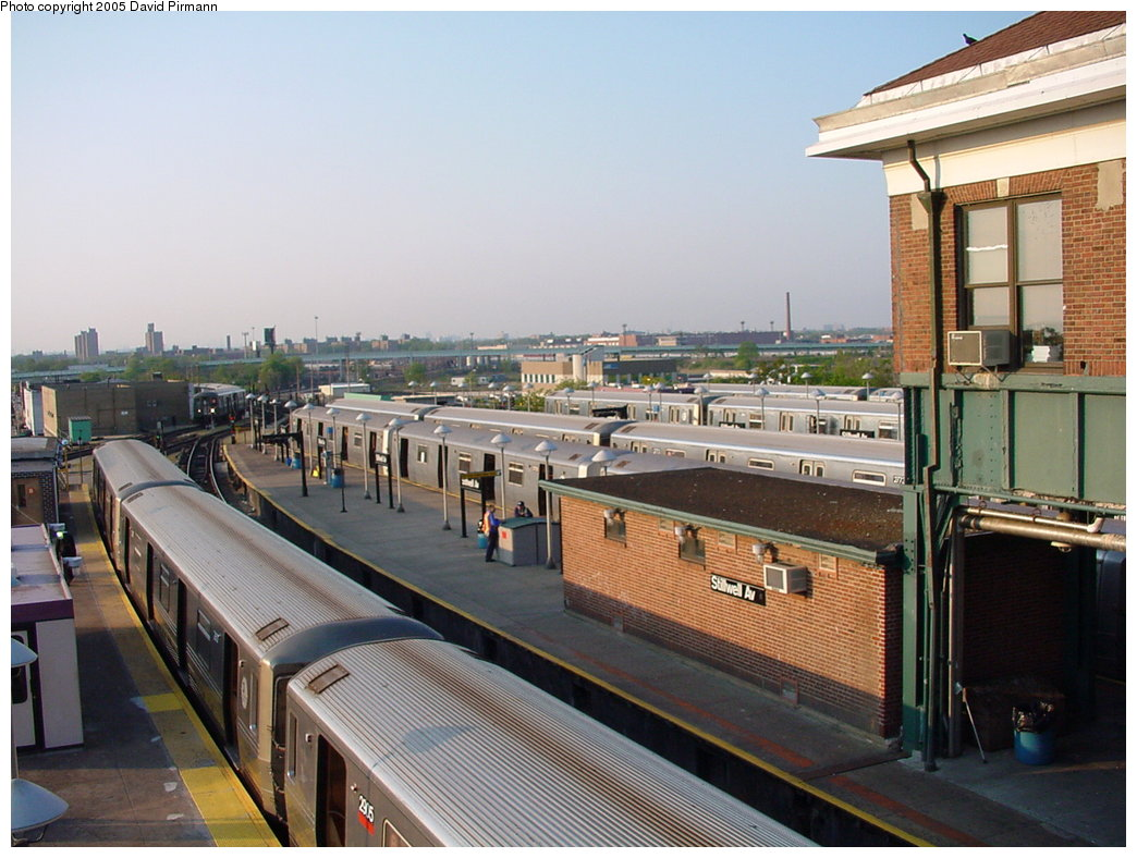 (178k, 1044x788)<br><b>Country:</b> United States<br><b>City:</b> New York<br><b>System:</b> New York City Transit<br><b>Location:</b> Coney Island/Stillwell Avenue<br><b>Car:</b> R-68 (Westinghouse-Amrail, 1986-1988)  2905 <br><b>Photo by:</b> David Pirmann<br><b>Date:</b> 5/17/2000<br><b>Viewed (this week/total):</b> 2 / 3513