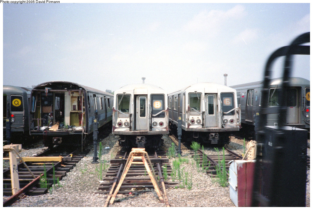 (202k, 1044x702)<br><b>Country:</b> United States<br><b>City:</b> New York<br><b>System:</b> New York City Transit<br><b>Location:</b> Coney Island Yard<br><b>Car:</b> R-44 (St. Louis, 1971-73) 288 <br><b>Photo by:</b> David Pirmann<br><b>Date:</b> 7/23/1995<br><b>Notes:</b> View of yard tracks from loop track-- R44 288 on left<br><b>Viewed (this week/total):</b> 1 / 12884