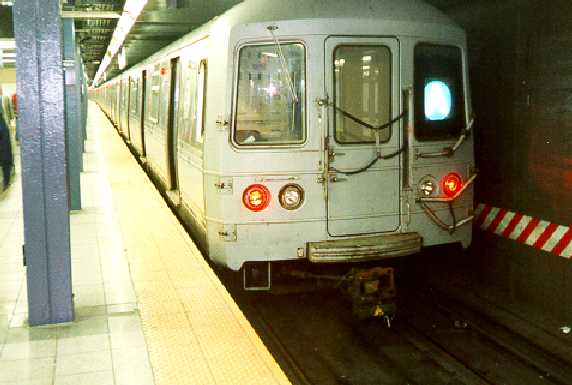(25k, 572x385)<br><b>Country:</b> United States<br><b>City:</b> New York<br><b>System:</b> New York City Transit<br><b>Line:</b> IND 8th Avenue Line<br><b>Location:</b> Chambers Street/World Trade Center <br><b>Route:</b> A<br><b>Car:</b> R-44 (St. Louis, 1971-73)  <br><b>Photo by:</b> Trevor Logan<br><b>Viewed (this week/total):</b> 0 / 4670