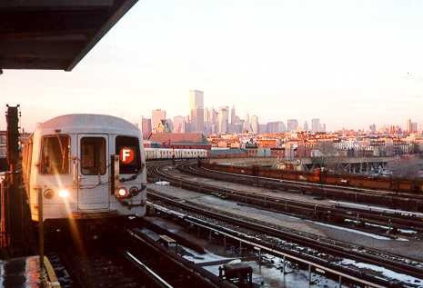 (19k, 465x317)<br><b>Country:</b> United States<br><b>City:</b> New York<br><b>System:</b> New York City Transit<br><b>Line:</b> IND Crosstown Line<br><b>Location:</b> Smith/9th Street <br><b>Route:</b> F<br><b>Car:</b> R-46 (Pullman-Standard, 1974-75)  <br><b>Photo by:</b> Trevor Logan<br><b>Date:</b> 2000<br><b>Viewed (this week/total):</b> 0 / 4727