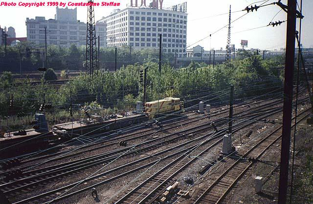(83k, 640x418)<br><b>Country:</b> United States<br><b>City:</b> New York<br><b>System:</b> Long Island Rail Road<br><b>Location:</b> LIRR Sunnyside Yard<br><b>Car:</b> R-77E Locomotive  E06 <br><b>Photo by:</b> Constantine Steffan<br><b>Date:</b> 4/1999<br><b>Notes:</b> Amtrak Electric #400 (NYCT E06)<br><b>Viewed (this week/total):</b> 1 / 5057