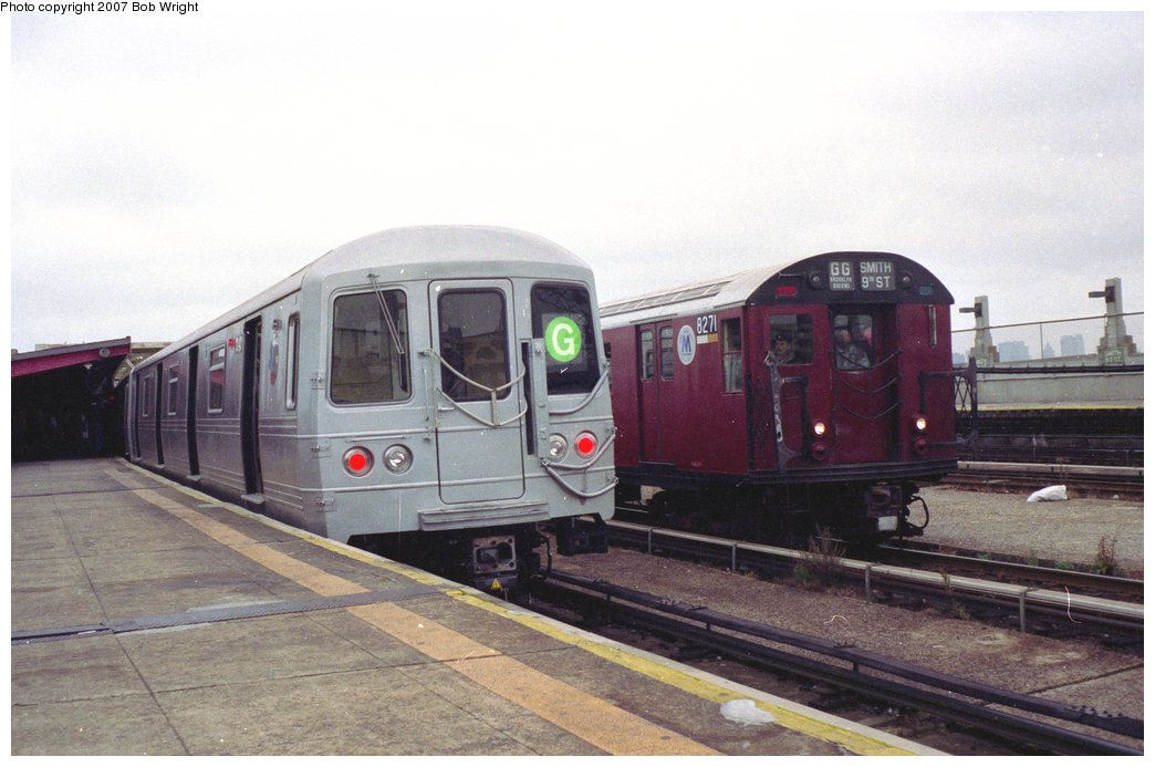 (125k, 1044x693)<br><b>Country:</b> United States<br><b>City:</b> New York<br><b>System:</b> New York City Transit<br><b>Line:</b> IND Crosstown Line<br><b>Location:</b> Smith/9th Street <br><b>Route:</b> Fan Trip<br><b>Car:</b> R-30 (St. Louis, 1961) 8271 <br><b>Photo by:</b> Bob Wright<br><b>Date:</b> 11/10/1991<br><b>Viewed (this week/total):</b> 3 / 2689