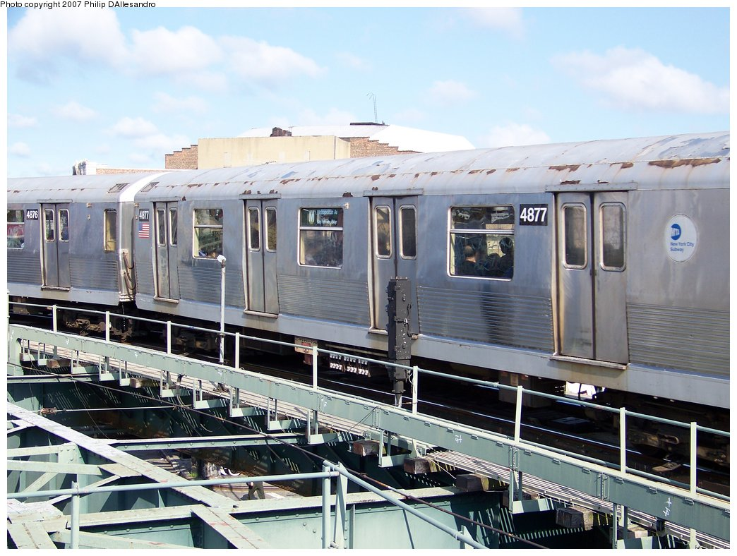 (198k, 1044x788)<br><b>Country:</b> United States<br><b>City:</b> New York<br><b>System:</b> New York City Transit<br><b>Line:</b> BMT Myrtle Avenue Line<br><b>Location:</b> Wyckoff Avenue <br><b>Route:</b> M<br><b>Car:</b> R-42 (St. Louis, 1969-1970)  4877 <br><b>Photo by:</b> Philip D'Allesandro<br><b>Date:</b> 7/27/2007<br><b>Viewed (this week/total):</b> 2 / 1181